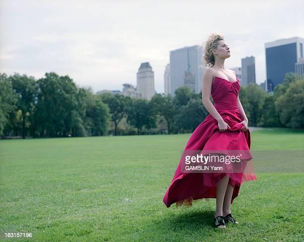Rendezvous With Aimee Mullins EtatsUnis 5 octobre 1998 Aimée MULLINS une américaine de 22 ans amputée des deux jambes depuis l'âge de 1 an devenue...