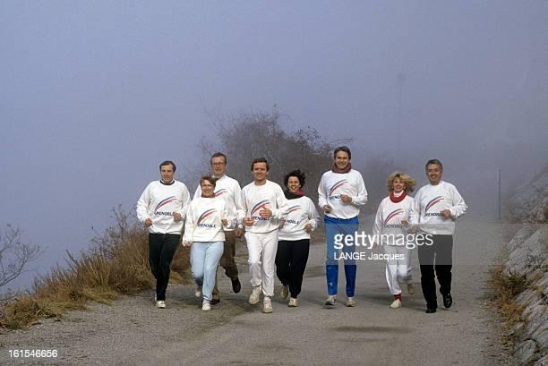 Rendezvous With Alain Carignon Footing avec son équipe municipale sur la montagne de la Bastille à Grenoble / avec sa compagne Jacqueline Bon