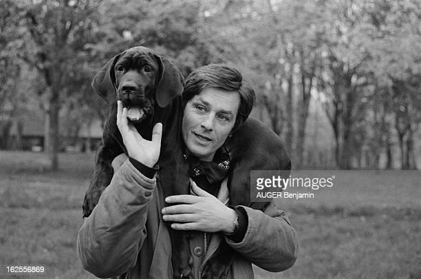 Rendezvous With Alain Delon For Its 41St Birthday Plan de face souriant Alain DELON dans le parc de sa propriété de DOUCHY portant sur les épaules...