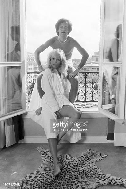 Rendezvous With Alain-philippe Malagnac And His Wife Amanda Lear. Paris - 25 mai 1979 - Dans leur appartement de l'avenue d'Iéna, portrait de Amanda...