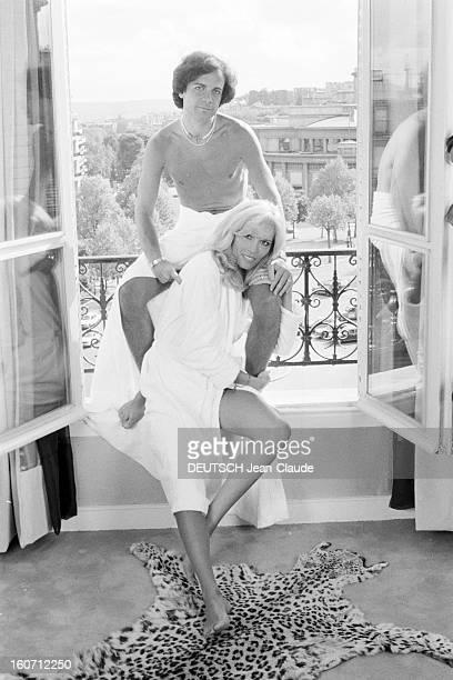 Rendezvous With Alainphilippe Malagnac And His Wife Amanda Lear Paris 25 mai 1979 Dans leur appartement de l'avenue d'Iéna portrait de Amanda LEAR en...