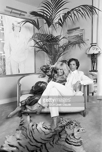 Rendezvous With Alain-philippe Malagnac And His Wife Amanda Lear. Paris - 25 mai 1979 - Dans leur appartement de l'avenue d'Iéna, portrait de...