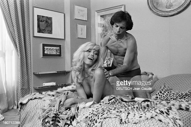 Rendezvous With Alainphilippe Malagnac And His Wife Amanda Lear Paris 25 mai 1979 Dans leur appartement de l'avenue d'Iéna portrait de Amanda LEAR...