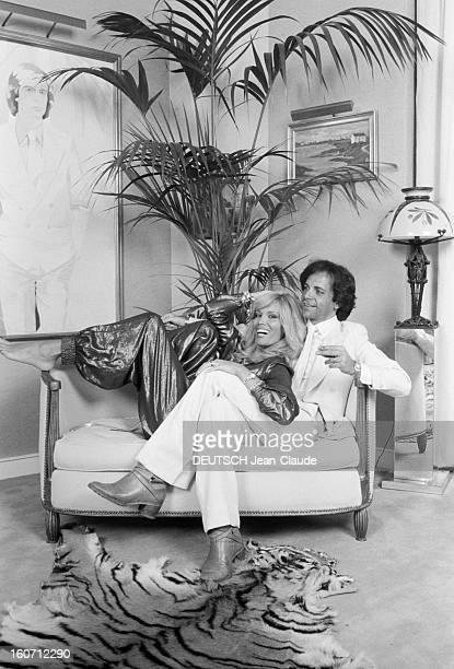 Rendezvous With Alainphilippe Malagnac And His Wife Amanda Lear Paris 25 mai 1979 Lors d'une séance de portraits de AlainPhilippe MALAGNAC D'ARGENS...