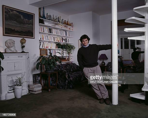 Rendezvous With Alexander Garden Paris 15 mars 1990 Dans son appartement en duplex du XVIIe arrondissement portrait de l'écrivain Alexandre JARDIN...
