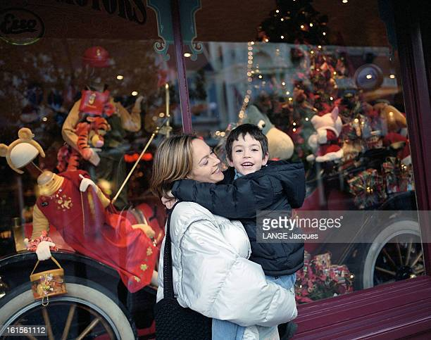 Rendezvous With Alexandra Vandernoot With Her Son Leo Uzan At Eurodisney. Rendez-vous avec Alexandra VANDERNOOT accompagnée de son fils Léo UZAN à...