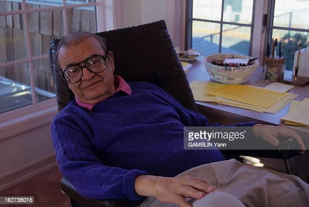 Rendezvous With American Writer And Screenwriter Mario Puzo Décembre 1996 rencontre avec l'écrivain et scénariste américain Mario PUZO chez lui assis...