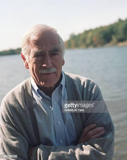 Rendezvous With American Writer Donald H. Wolfe At Home. Aux États-Unis, le 11 octobre 1998. Rendez-vous avec l'écrivain américain Donald H.WOLFE...