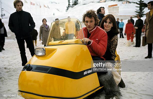 Rendezvous With An Avalanche Of Stars In Avoriaz Johnny HALLYDAY et Nathalie WOOD sur un scooter des neiges