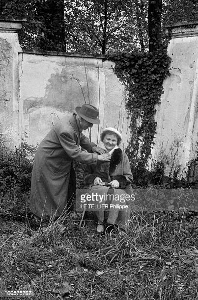 Rendezvous With Angelina Bardin Sarthe 12 Novembre 1956 Dans son village Angelina BARDIN romancière de la campagne sarthoise vêtue d'un manteau et...