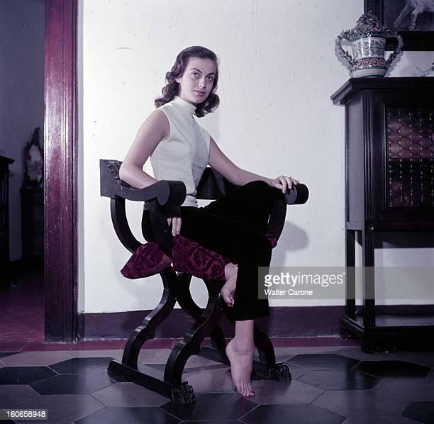 Rendezvous With Anna Maria Ferrero Italian Actress Italie 1952 Portait d'Anna Maria FERRERO actrice italienne polo et pantalon noir assise peids nus...