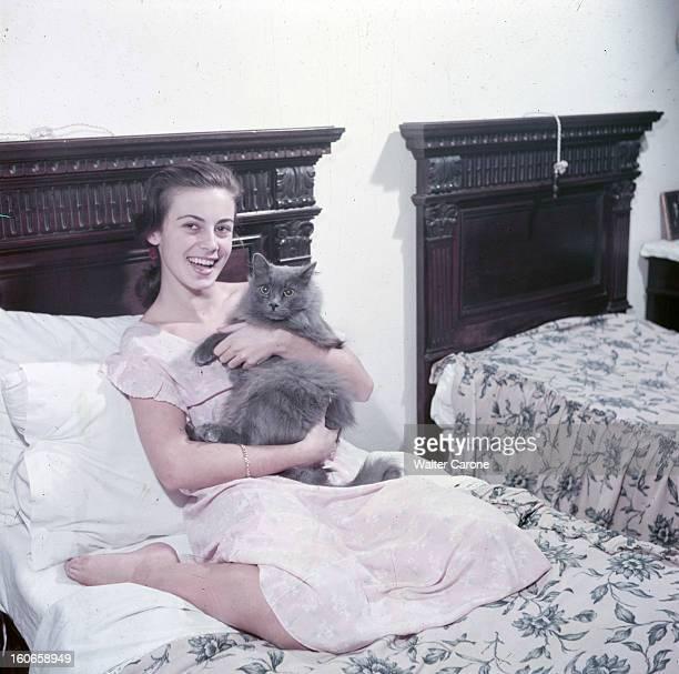 Rendezvous With Anna Maria Ferrero, Italian Actress. Italie- 1952- Portait d'Anna Maria FERRERO, actrice italienne, souriant, en chemise de nuit,...