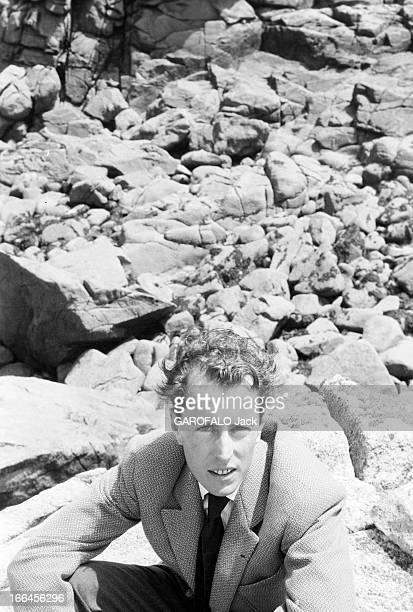 Rendezvous With Bernard Buffet France ile de Stagadon 18 juin 1958 Bernard BUFFET peintre français est en vacances sur l'ile bretonne qu'il s'est...