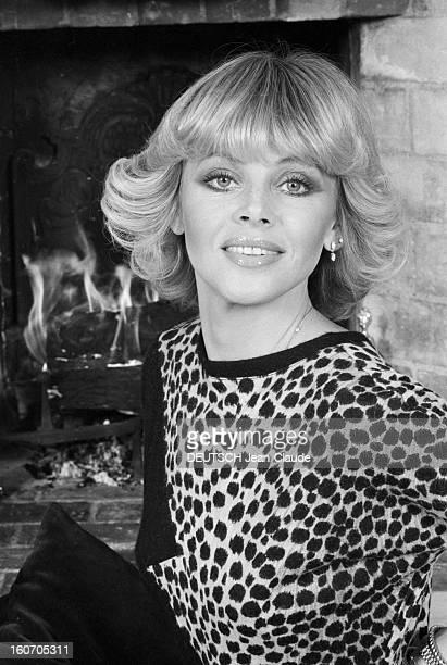 Rendezvous With Britt Ekland En novembre 1979 portrait de Britt EKLAND actrice alias Britt Marie EKLUND portant un vêtement en peau de léopard chez...