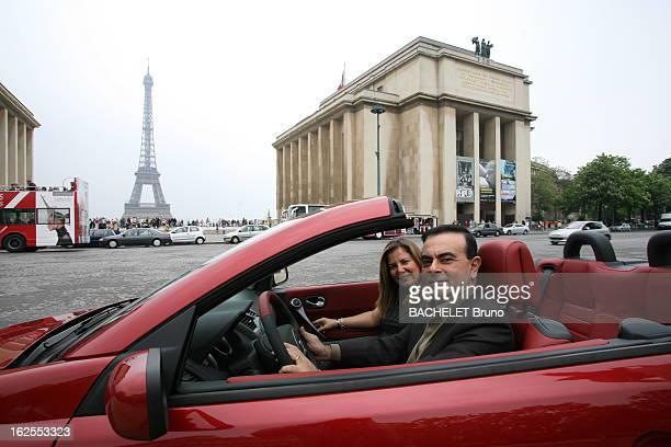 Rendezvous With Carlos Ghosn Attitude souriante de Carlos GHOSN patron de RENAULT posant au volant d'un coupé cabriolet Mégane avec son épouse Rita à...