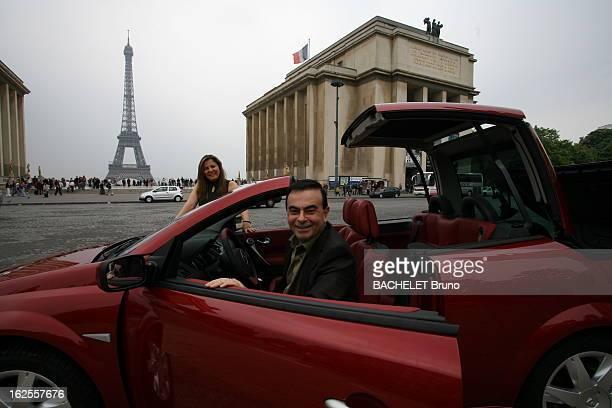 Rendezvous With Carlos Ghosn Attitude souriante de Carlos GHOSN patron de RENAULT posant au volant d'un coupé cabriolet Mégane avec son épouse Rita...