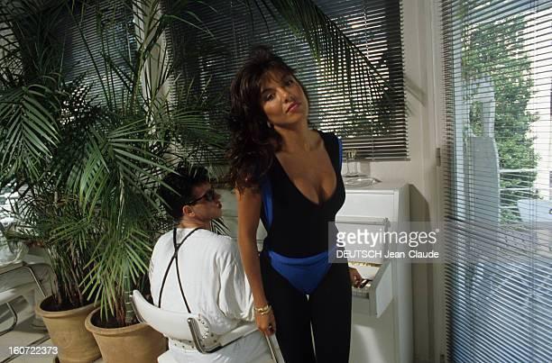 Rendezvous With Carlos Sotto Mayor En juin 1984 Carlos SOTTO MAYOR actrice portant des vêtements pour faire de la gym à côté d'un piano