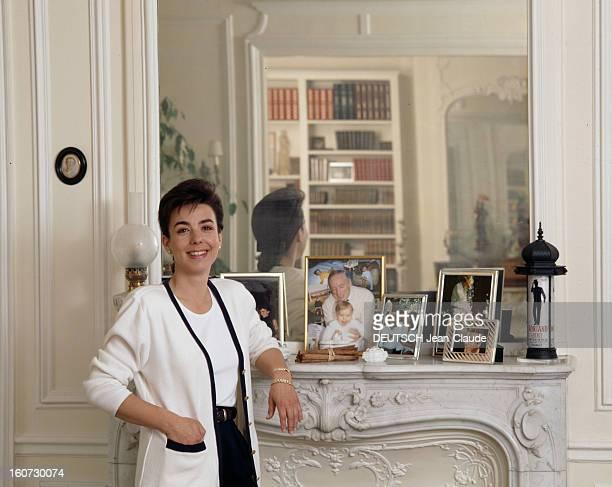 Yves montand carole amiel foto e immagini stock getty images for Nue dans son salon