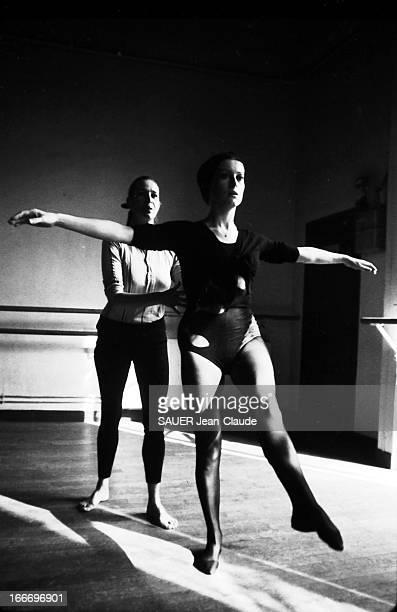 Rendezvous With Catherine Deneuve. Pour retrouver la forme après la naissance de sa fille Chiara Mastroianni née le 28 juin, Catherine DENEUVE suit...