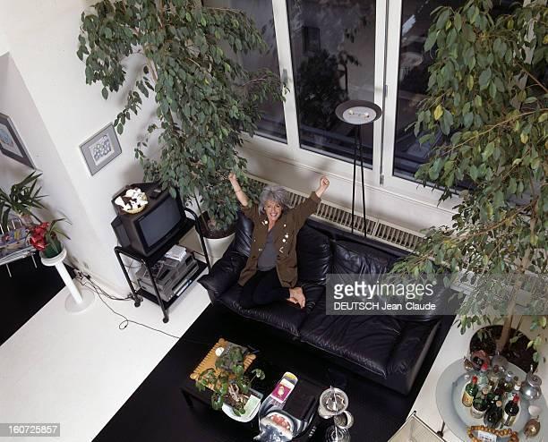 Rendezvous With Catherine Lara In Her Apartment In The District Of The Halles Paris février 1988 Portrait de Catherine LARA chez elle vue en plongée...