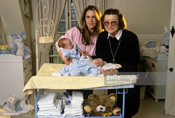Rendezvous With Catherine Pironi And Her Twins Gilles And Didier. Rambouillet - 29 février 1988 - Dans une chambre d'enfant dans sa propriété,...