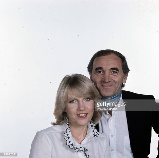 Rendezvous With Charles Aznavour In Switzerland Portraits de Charles AZNAVOUR en chemise et veste avec un foulard en compagnie de son épouse Ulla...