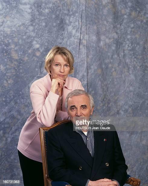 Rendezvous With Charles Aznavour With Family A Versailles à l'hôtel Trianon Palace Charles AZNAVOUR posant assis en compagnie de sa femme Ulla...