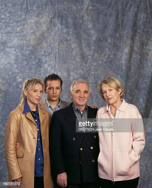 Rendezvous With Charles Aznavour With Family A Versailles à l'hôtel Trianon Palace Charles AZNAVOUR posant entouré de sa femme Ulla de son fils Misha...