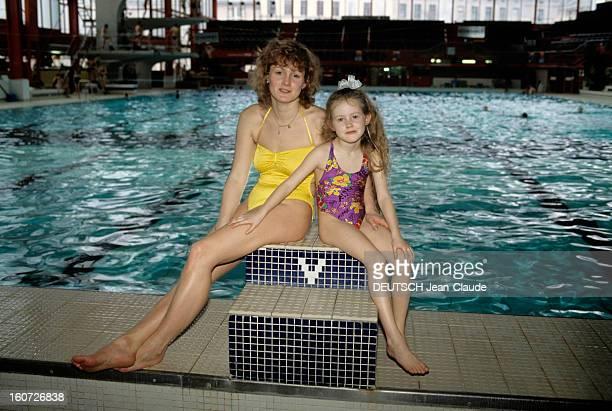 Rendezvous With Christiane Knacke East German Swimmer And Daughter Jennifer En Allemagne le 30 novembre 1990 à l'occasion de ses révélations de...