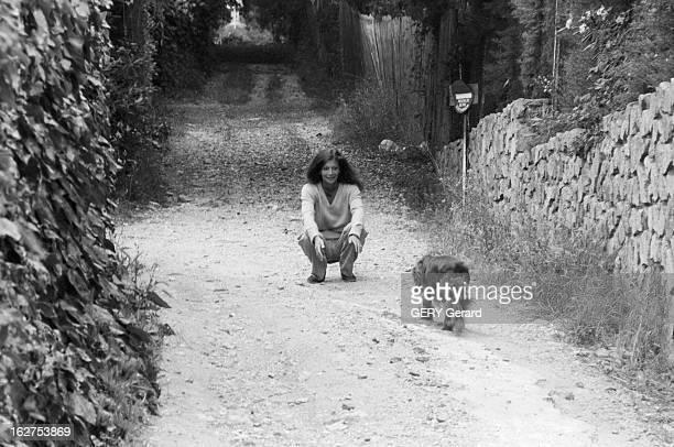 Rendezvous With Christina Von Opel 6 juin 1979 la milliardaire Christina VON OPEL dans sa villa de SaintTropez où elle est assignée à résidence pour...
