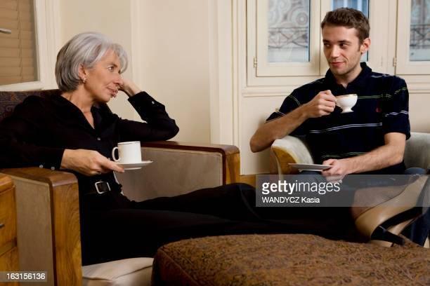 Rendezvous With Christine Lagarde La ministre de l'Economie des Finances et de l'Industrie Christine LAGARDE dans son appartement parisien pause...