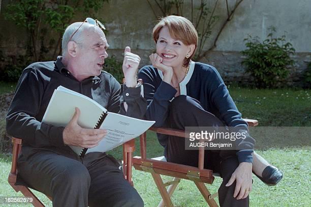 Rendezvous With Claudia Cardinale And Companion Pasquale Squitieri In Paris Paris 29 avril 1998 Chez elle dans son jardin portrait de Claudia...