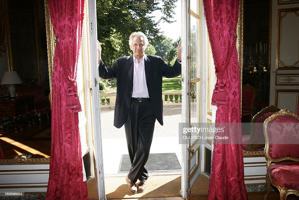 Rendezvous With Dominique De Villepin At Matignon. Plan De Face Souriant De  Dominique DE VILLEPIN