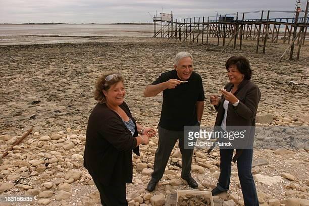 Rendezvous With Dominique StraussKahn And Anne Sinclair Dominique STRAUSSKAHN et son épouse Anne SINCLAIR dégustant des huitres sur la plage d'Ayrte...