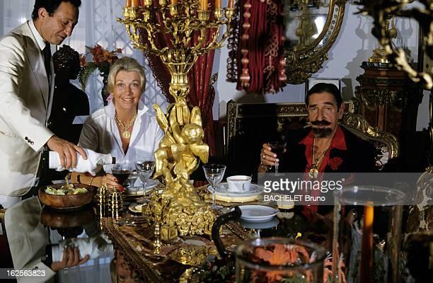 Rendezvous With Don Jaime Mora Y Aragon Marbella Août 1985 Chez lui Don Jaime MORA Y ARAGON aristocrate et acteur espagnol déjeunant avec son épouse...