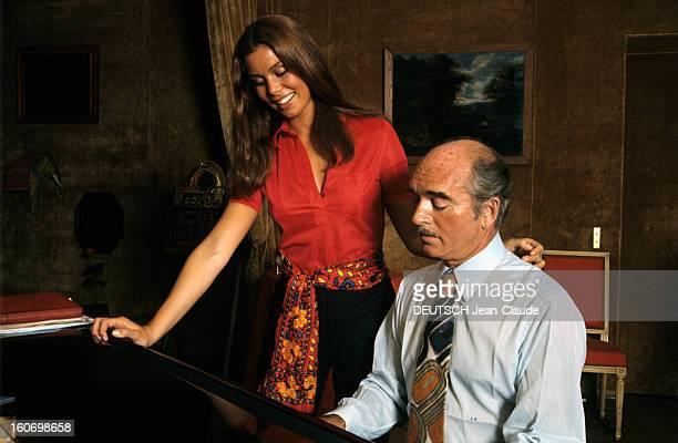 Rendezvous With Eddie Barclay And His 4th Wife Beatrice France 1970 A l'occasion de son quatrième mariage avec Béatrice Béatrice souriant vêtue d'un...