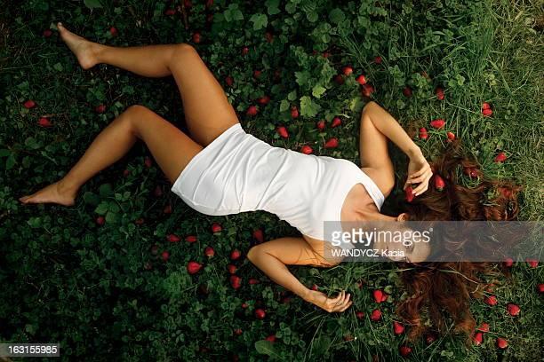 Rendezvous With Elisa Tovati L'actrice Elisa TOVATI se fait chanteuse et sort un album 'Je ne mâche pas les mots' attitude sensuelle d'Elisa en...