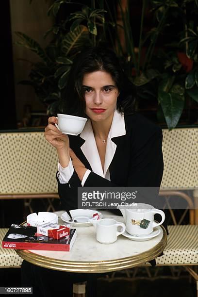 Rendezvous With Elisabeth Barille Writer Paris Juin 1991 Portrait d' Elisabeth BARILLE écrivain auteur du livre 'ANAIS NIN MASQUEE SI NUE' prenant le...