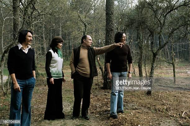 Rendezvous With Francois Mitterrand With Family In Latche A Latche en avril 1974 à l'occasion de la campagne pour les élections présidentielles sur...