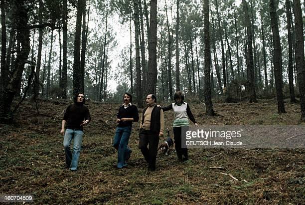 Rendezvous With Francois Mitterrand With Family In Latche A Latche en avril 1974 à l'occasion de la campagne pour les élections présidentielles se...