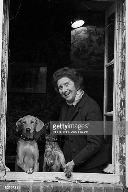 Rendezvous With General Jacques Massu And His Wife Suzanne In Their House In Montargis A Montargis dans sa propriété Suzanne MASSU posant à une...