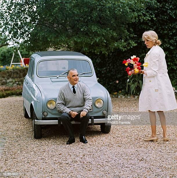 Rendezvous With George And Claude Pompidou In Orvilliers Georges POMPIDOU fumant une cigarette assis sur le parechocs de la Renault 4 de son neveu...