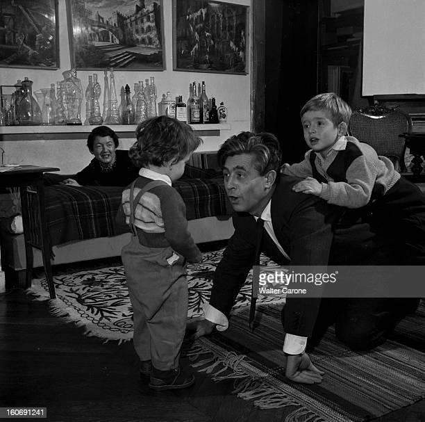 Rendezvous With Georges Wakhevitch Portrait de Georges WAKHEVITCH créateur de décors Chez lui en famille avec sa femme Marika et ses deux fils Igor...