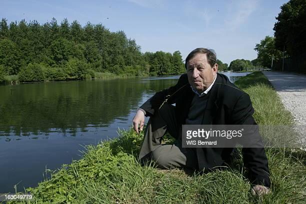 Rendezvous With Guy Roux Guy ROUX Guy Roux annonce officiellement qu'il stoppe sa carrière d'entraîneur à l'AJ Auxerre après 44 ans et quatre...