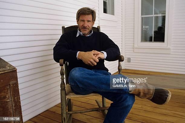 Rendezvous With Harrison Ford At Home Aux Etats Unis dans le Wyoming le 03 fevrier 1989 l'acteur Harrison FORD portant un barbe assis devant sa...
