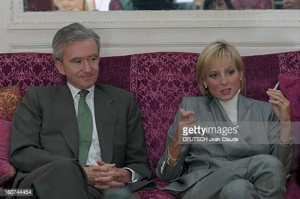 Rendezvous With Helene And Bernard Arnault En France à Paris le 30 septembre 1999 le Pdg du groupe LVMH Bernard ARNAULT et son épouse Hélène ARNAULT...