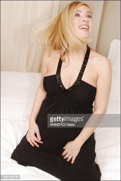 Rendezvous With Helene Darroze Attitude riante d'Hélène DARROZE en robe noire chefcuisinier deux étoiles au Michelin et auteur du livre 'Personne ne...