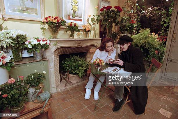 Rendezvous With Helene Segara Décembre 1988 la chanteuse Hélène SEGARA chez un ami à Paris à l'occasion de la fin des représentations de la comédie...