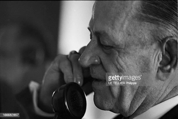 Rendezvous With Henri Charriere Known As Papillon Le 14 mai 1969 portrait de profil au téléphone de l'écrivain et ancien bagnard Henri CHARRIERE dit...