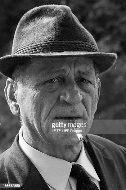 Rendezvous With Henri Charriere Known As Papillon Le 14 mai 1969 portrait de face avec un chapeau et un fume cigarette de l'écrivain et ancien...